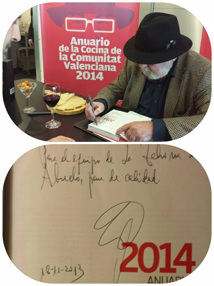 anuarioFirma de ejemplares por el autor de la guía para el 2014. Juanjo Rausell con Antonio Vergara