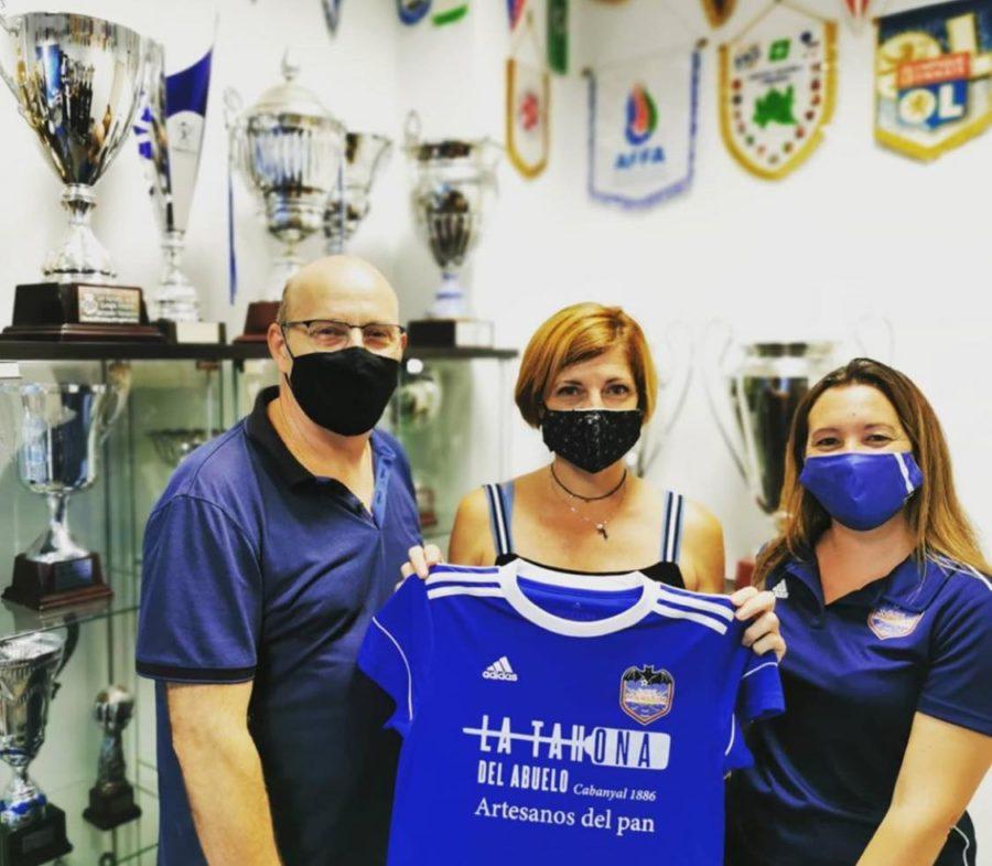 La Tahona del Abuelo patrocina el Club de Fútbol Femenino del Marítimo.